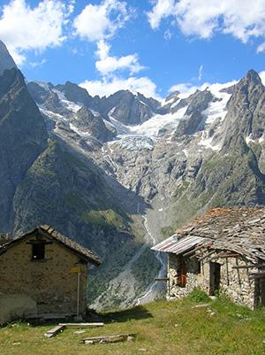 Val Ferret, lungo il Tour du Mont Blanc (TMB). Val Ferret, comune di Courmayeur, Valle d'Aosta, Italia, photo Patafisik CC-BY-SA